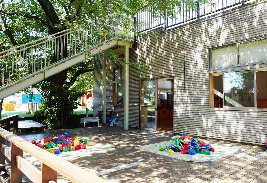 園舎・広い園庭の画像02